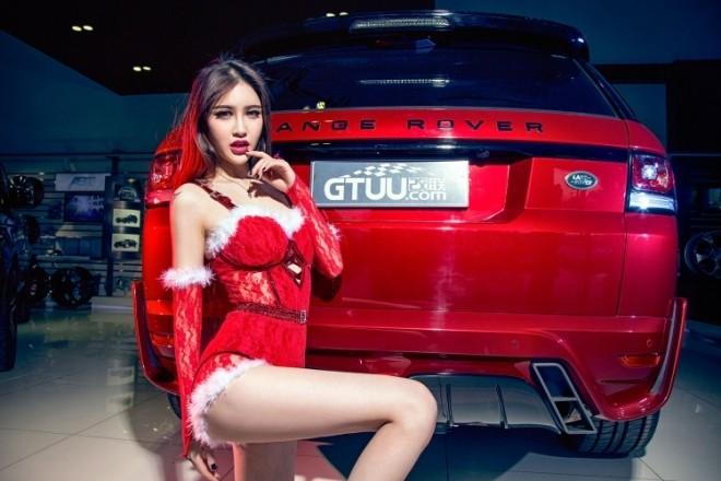 Mỹ nhân khoe đường cong 'thôi miên' bên Range Rover đêm Noel - ảnh 10