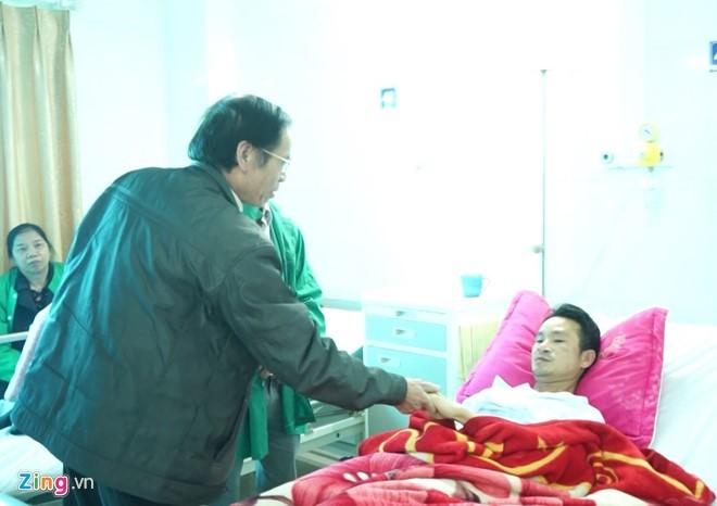 Nỗi đau đớn của nam thanh niên bị đâm khi cứu người gặp nạn - ảnh 2