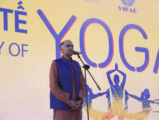500 người đồng diễn Yoga trên bờ biển Đà Nẵng - ảnh 2