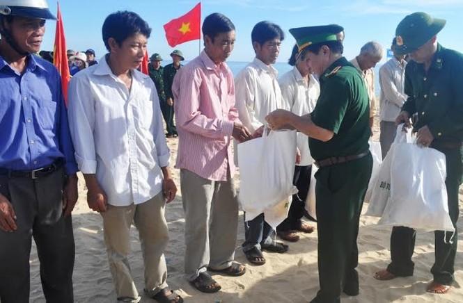 Lính trẻ biên phòng, đoàn viên thanh niên ra quân làm sạch biển - ảnh 2