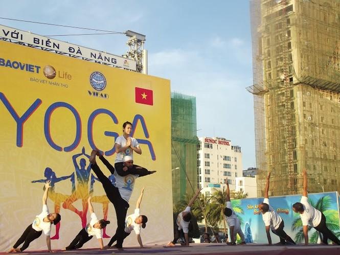 500 người đồng diễn Yoga trên bờ biển Đà Nẵng - ảnh 5