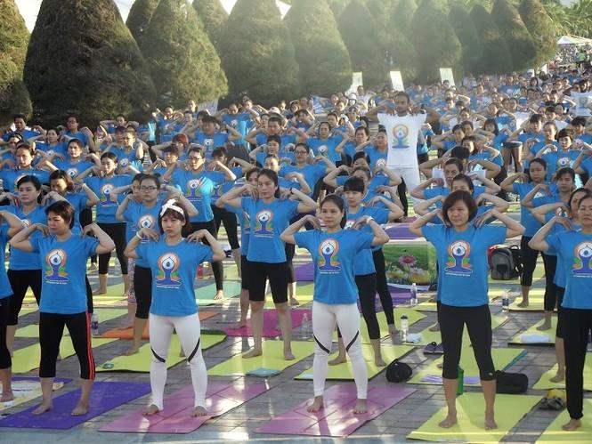 500 người đồng diễn Yoga trên bờ biển Đà Nẵng - ảnh 6