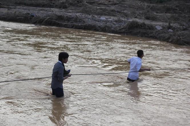 Bàng hoàng trước cảnh tan hoang sau lũ quét ở Nghệ An - ảnh 1