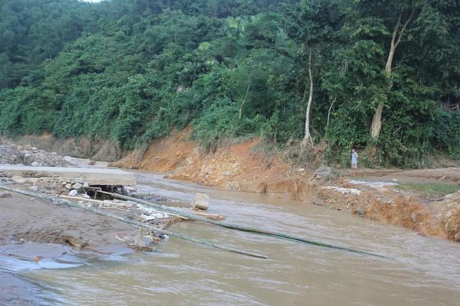 Bàng hoàng trước cảnh tan hoang sau lũ quét ở Nghệ An - ảnh 2