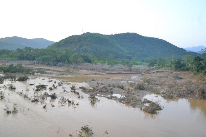 Bàng hoàng trước cảnh tan hoang sau lũ quét ở Nghệ An - ảnh 5