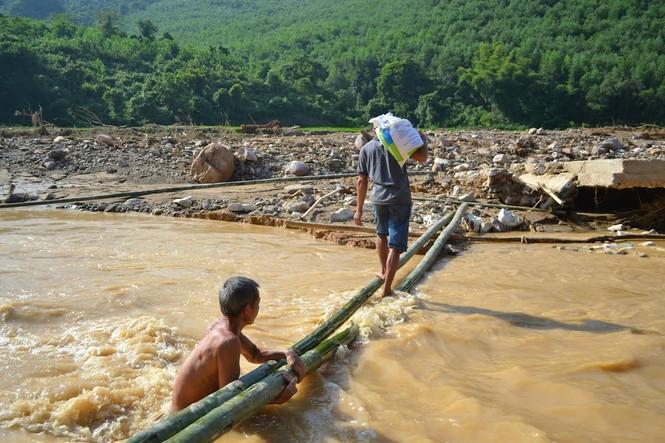Bàng hoàng trước cảnh tan hoang sau lũ quét ở Nghệ An - ảnh 8