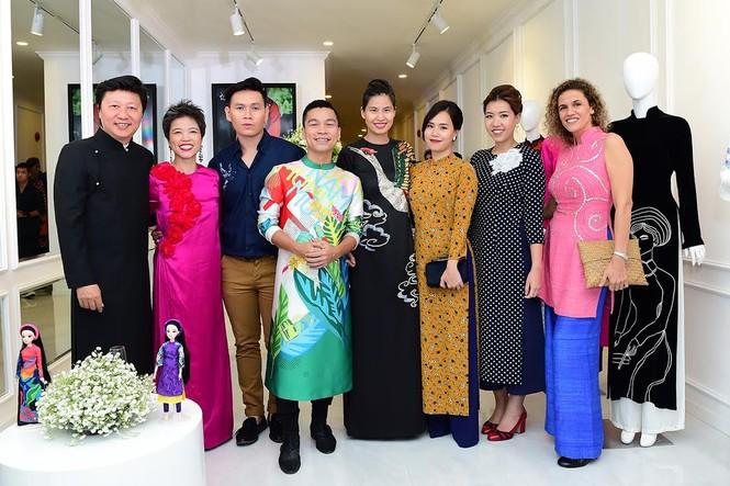 Ca sĩ Hồng Nhung, Đoan Trang diện áo dài đọ dáng cùng mỹ nhân Việt - ảnh 1