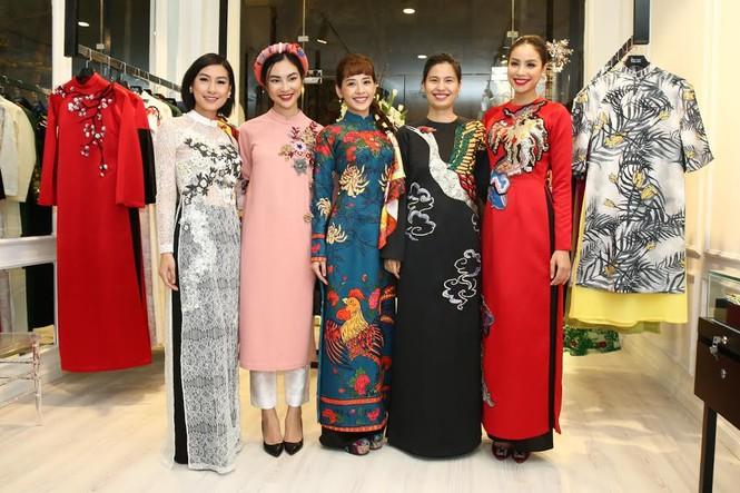 Ca sĩ Hồng Nhung, Đoan Trang diện áo dài đọ dáng cùng mỹ nhân Việt - ảnh 12
