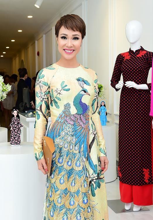 Ca sĩ Hồng Nhung, Đoan Trang diện áo dài đọ dáng cùng mỹ nhân Việt - ảnh 3