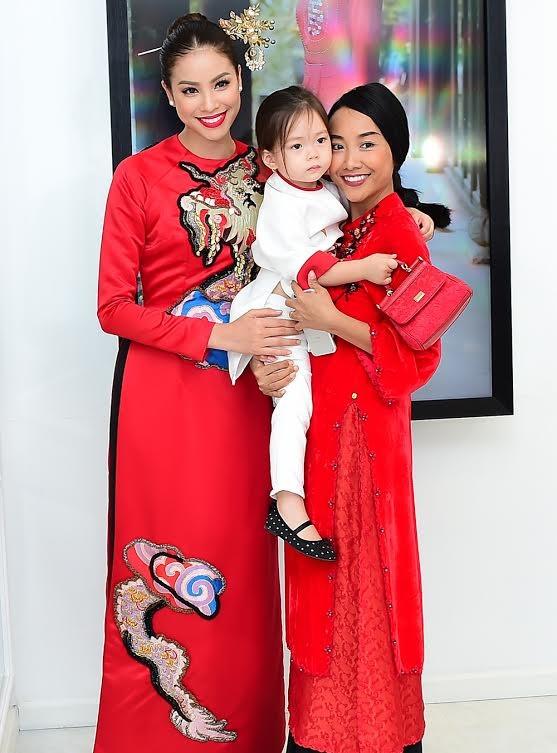 Ca sĩ Hồng Nhung, Đoan Trang diện áo dài đọ dáng cùng mỹ nhân Việt - ảnh 10