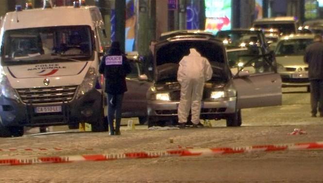 [Ảnh] Đại lộ Champs Elysees sau vụ IS xả súng vào cảnh sát - ảnh 7