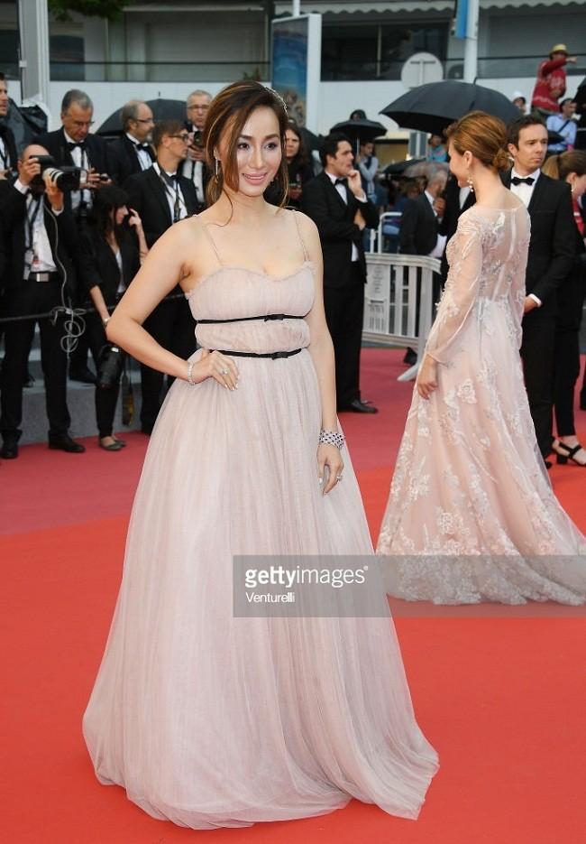 Choáng với gương mặt biến dạng của mỹ nhân gốc Việt Maggie Q ở Cannes - ảnh 6
