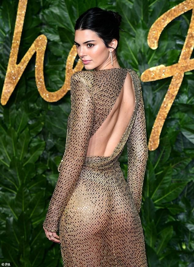 Kendall Jenner diện đầm xuyên thấu không nội y 'náo loạn' sự kiện - ảnh 3