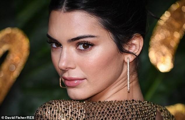Kendall Jenner diện đầm xuyên thấu không nội y 'náo loạn' sự kiện - ảnh 5