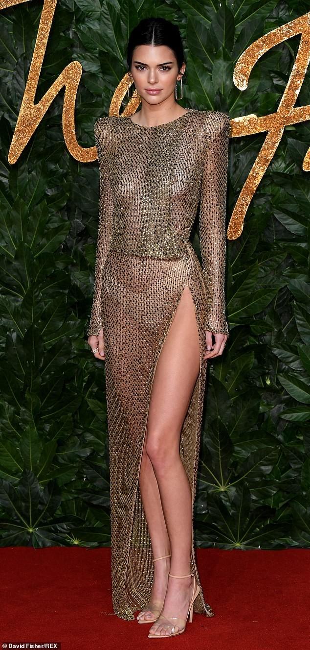 Kendall Jenner diện đầm xuyên thấu không nội y 'náo loạn' sự kiện - ảnh 6