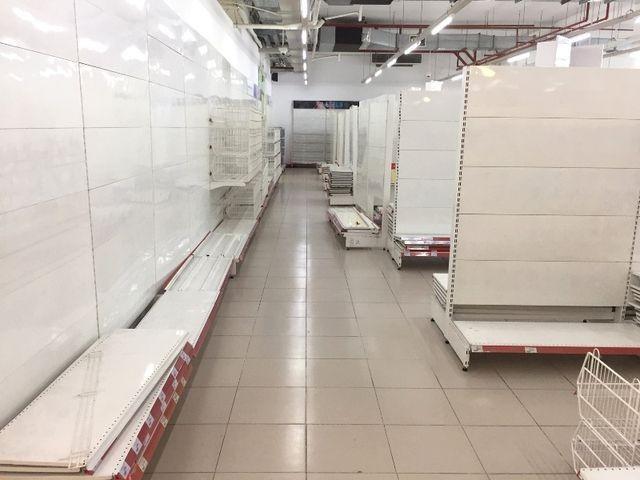 """Người dân tiếp tục khui hàng hóa """"vô tội vạ"""" và trộm cắp khi đến Auchan - ảnh 1"""