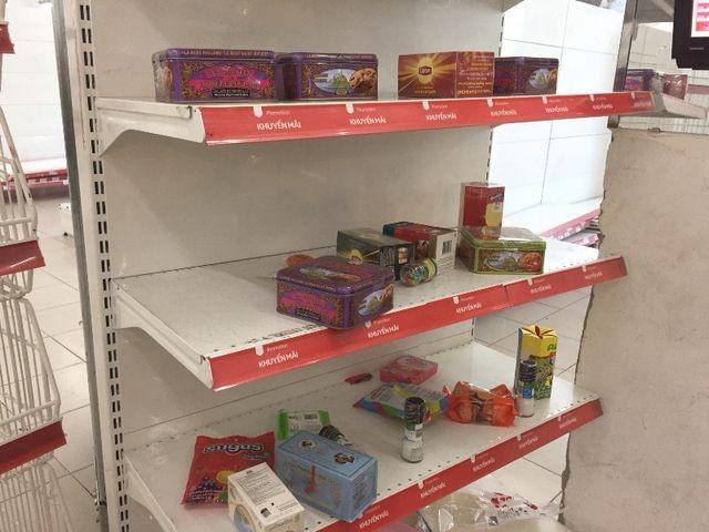 """Người dân tiếp tục khui hàng hóa """"vô tội vạ"""" và trộm cắp khi đến Auchan - ảnh 2"""