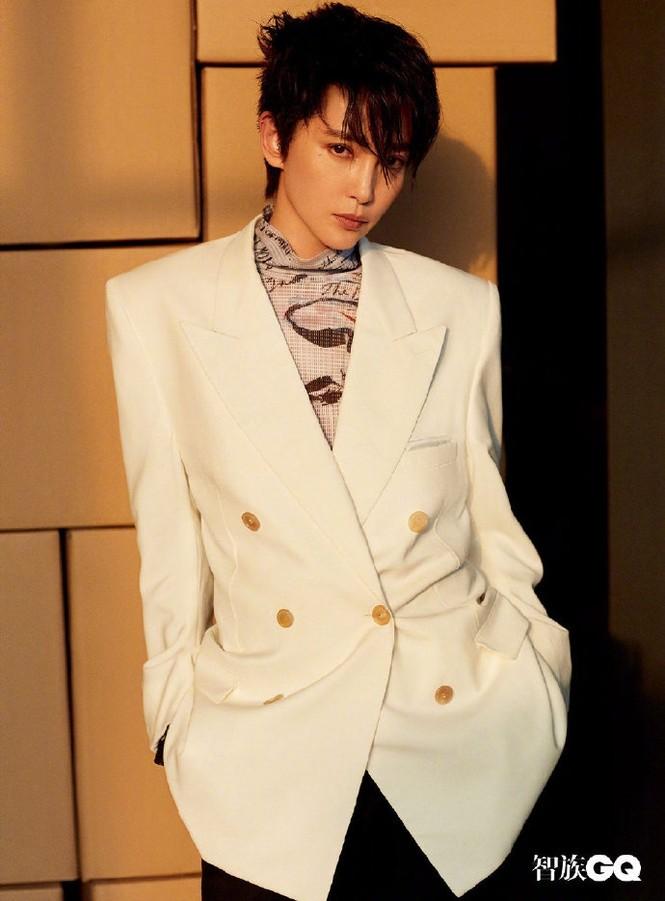Lý Băng Băng cắt tóc ngắn, mặc vest đầy nam tính trên tạp chí gây sốc - ảnh 3