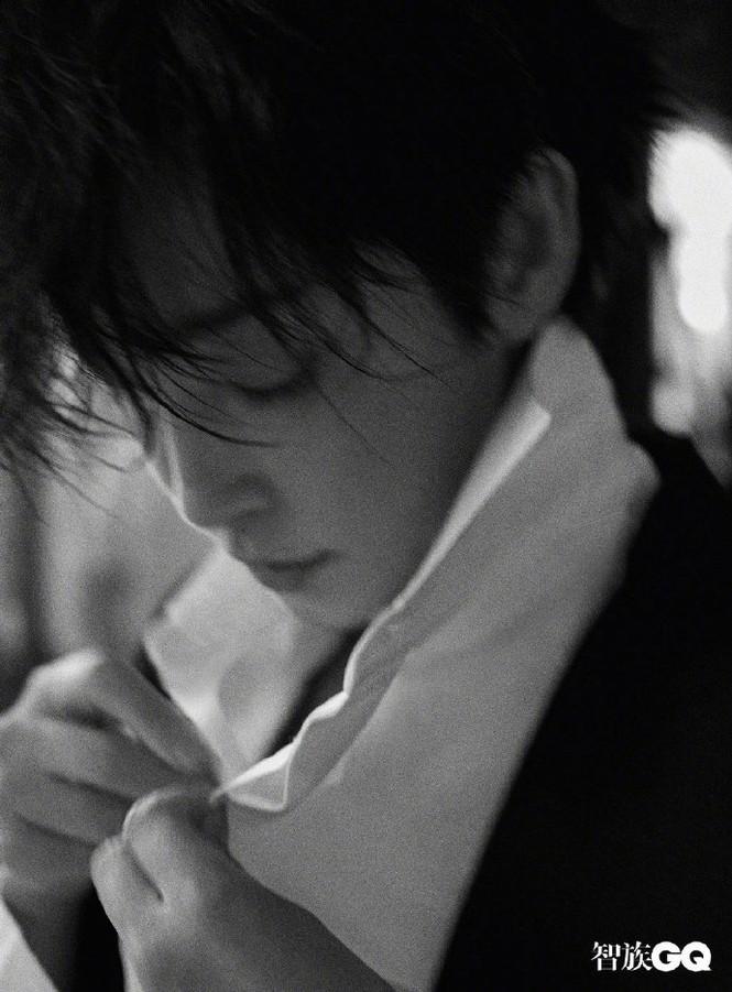 Lý Băng Băng cắt tóc ngắn, mặc vest đầy nam tính trên tạp chí gây sốc - ảnh 7