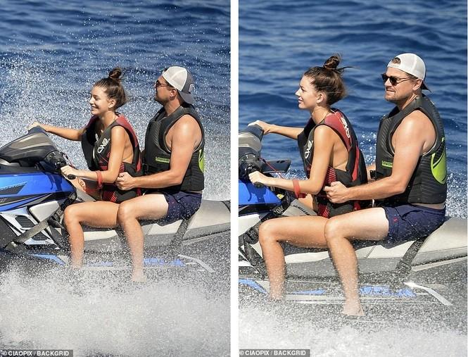 'Ông chú bụng bia' Leonardo DiCaprio nữ tính, bạn gái 9x lướt ván điệu nghệ - ảnh 1