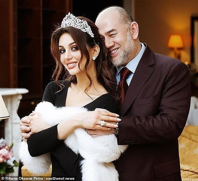 Ly hôn cựu vương Malaysia, Hoa hậu Moscow chật vật chăm con, dân mạng 'bủa vây' - ảnh 2