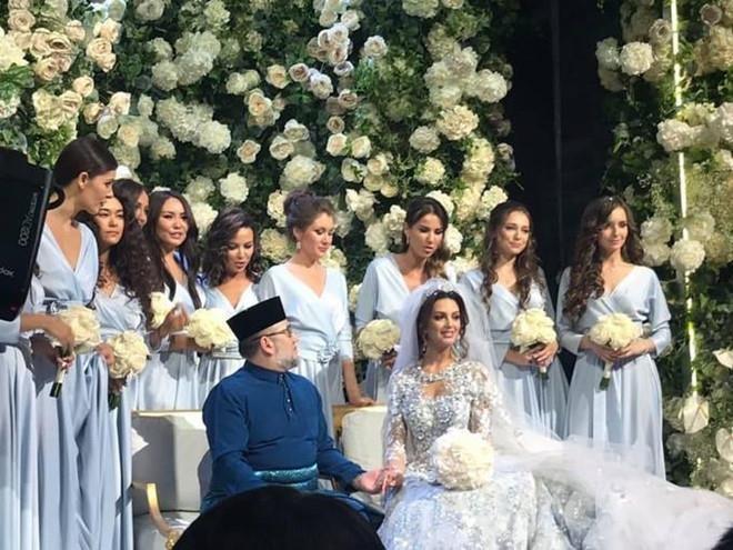 Ly hôn cựu vương Malaysia, Hoa hậu Moscow chật vật chăm con, dân mạng 'bủa vây' - ảnh 3