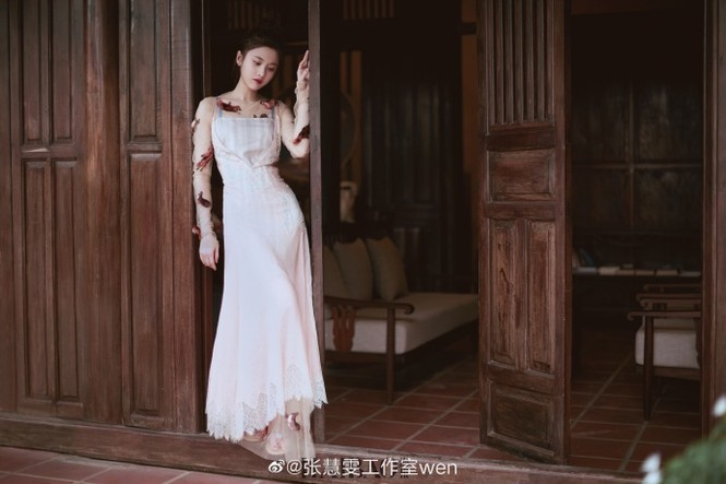 'Nàng thơ' 9x của Trương Nghệ Mưu đẹp ngất ngây ở Hội An, Quảng Bình - ảnh 14
