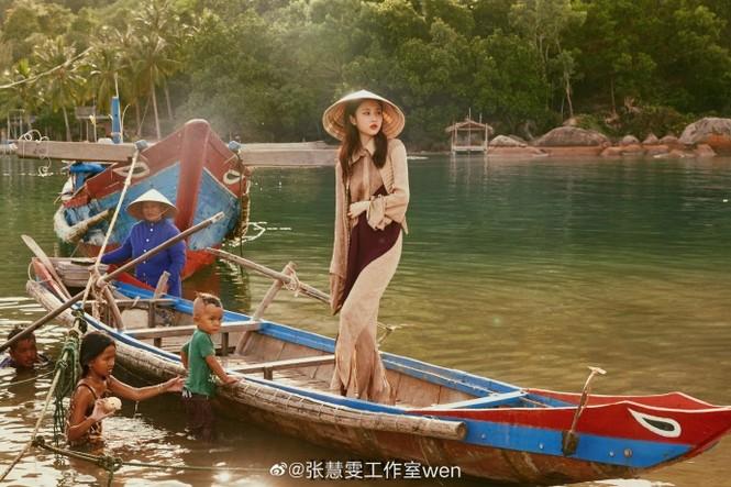 'Nàng thơ' 9x của Trương Nghệ Mưu đẹp ngất ngây ở Hội An, Quảng Bình - ảnh 5
