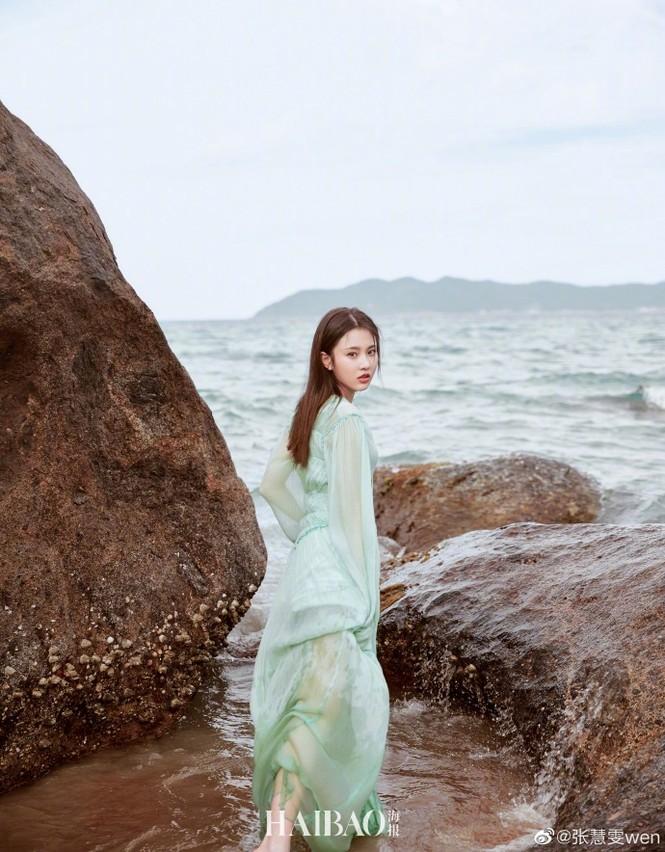 'Nàng thơ' 9x của Trương Nghệ Mưu đẹp ngất ngây ở Hội An, Quảng Bình - ảnh 6
