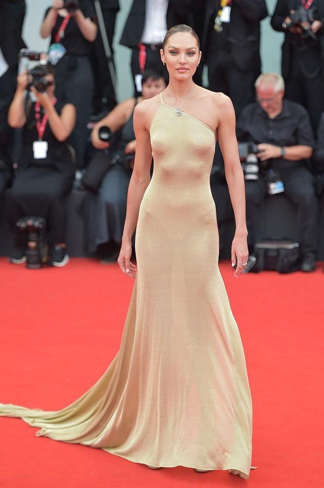 Dàn thiên thần Victoria's Secret diện đầm xuyên thấu, 'hở bạo' trên thảm đỏ - ảnh 4