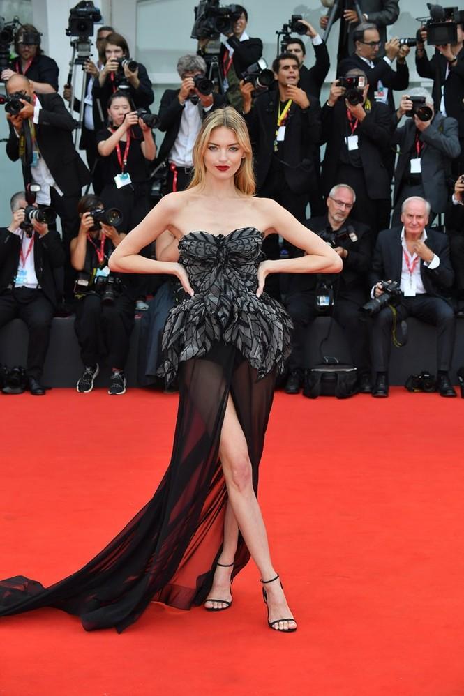 Dàn thiên thần Victoria's Secret diện đầm xuyên thấu, 'hở bạo' trên thảm đỏ - ảnh 5