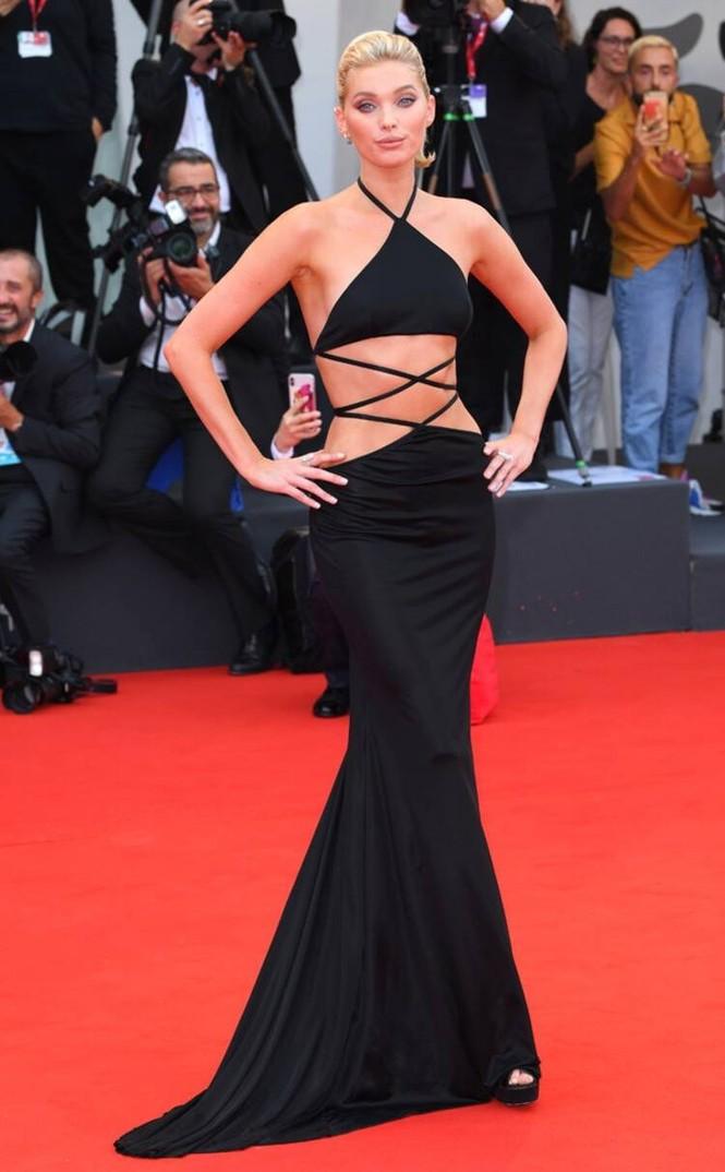 Dàn thiên thần Victoria's Secret diện đầm xuyên thấu, 'hở bạo' trên thảm đỏ - ảnh 1