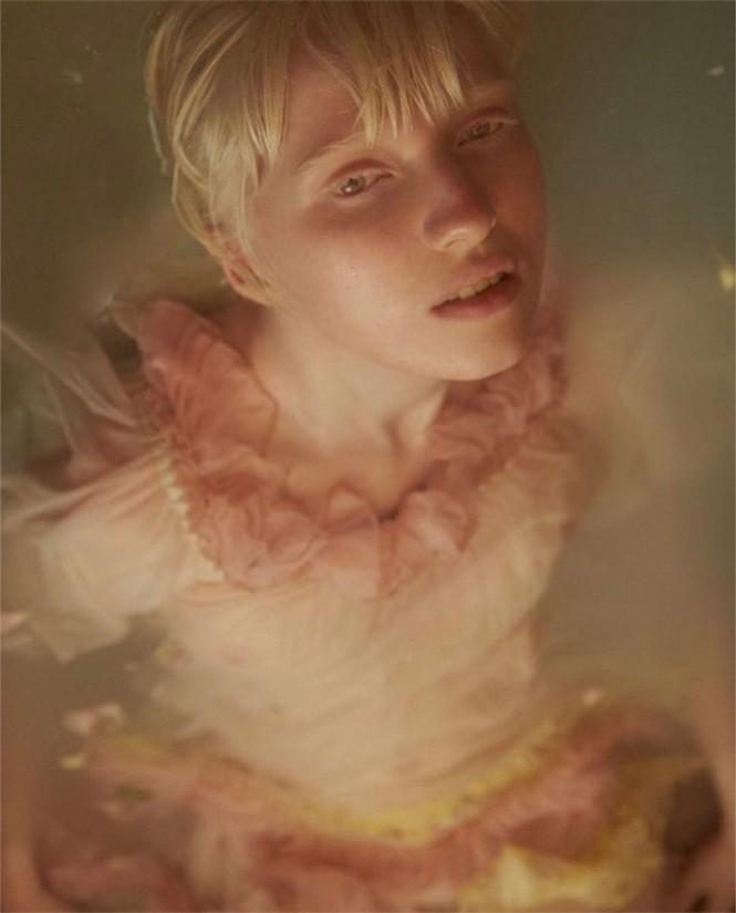 Vẻ thoát tục tựa 'công chúa tuyết' của người mẫu bạch tạng đẹp nhất thế giới - ảnh 7