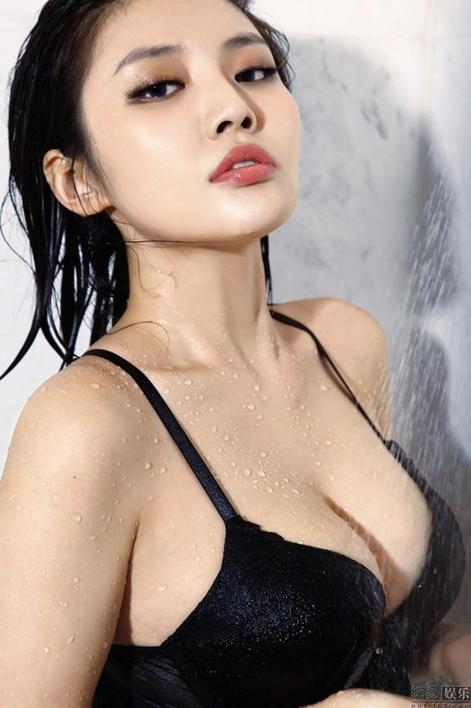 Vào viện thẩm mỹ cắt u, 'đệ nhất ngực đẹp Trung Quốc' nguy kịch - ảnh 6
