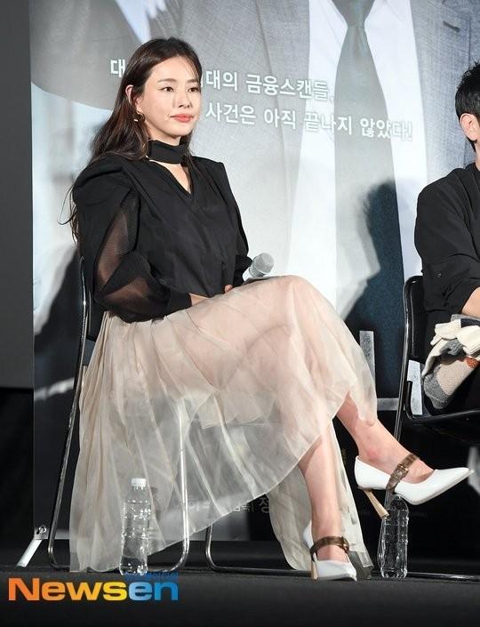 'Hoa hậu Hàn đẹp nhất thế giới' gây tranh cãi với váy xuyên thấu lộ phần dưới phản cảm - ảnh 1