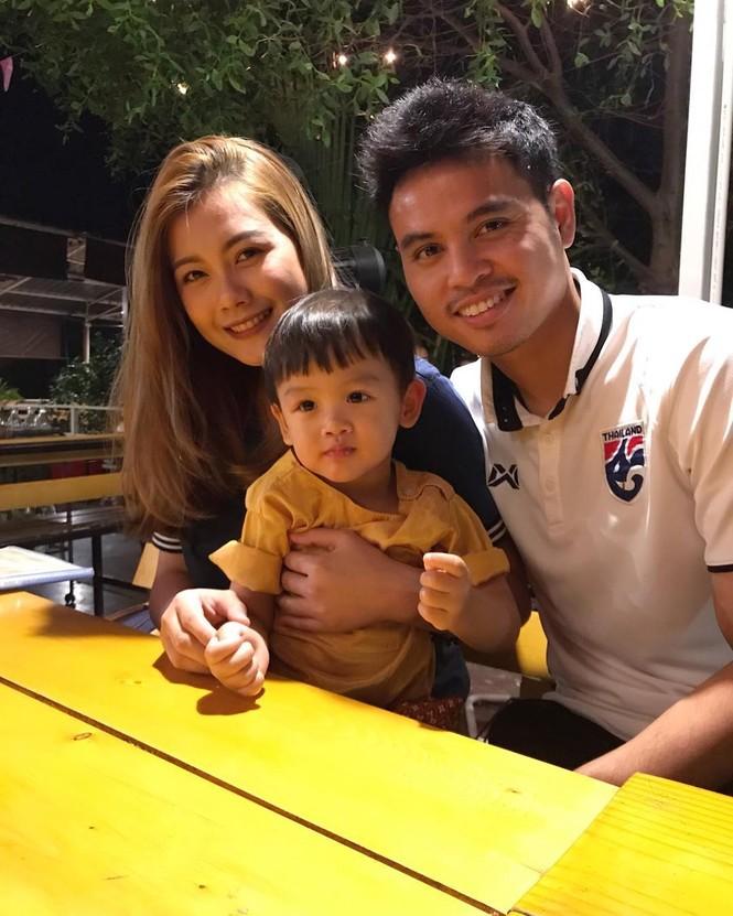 Ngắm dàn WAGs xinh đẹp của tuyển Thái Lan trước trận quyết đấu với Việt Nam - ảnh 10