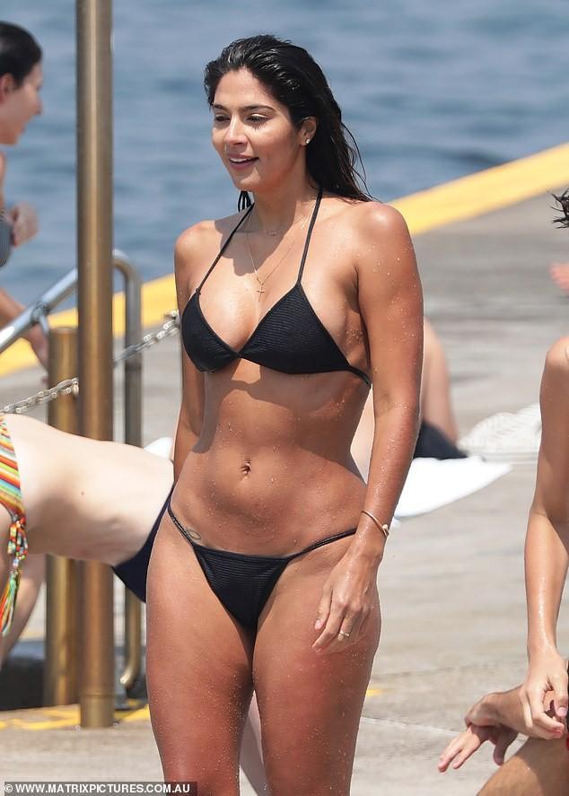 Siêu mẫu Pia Miller khoe dáng 'bỏng rẫy' với bikini - ảnh 11