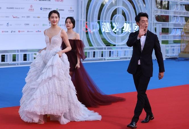 Dàn sao hạng A Hoa ngữ 'đổ bộ' thảm đỏ lễ trao giải Kim Kê 2019 - ảnh 15