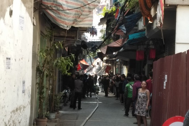 Cận cảnh vụ xe chở gas phát nổ, gây cháy dữ dội trong phố Bùi Ngọc Dương - ảnh 5