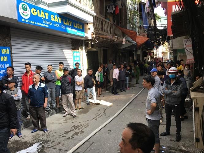 Cận cảnh vụ xe chở gas phát nổ, gây cháy dữ dội trong phố Bùi Ngọc Dương - ảnh 9