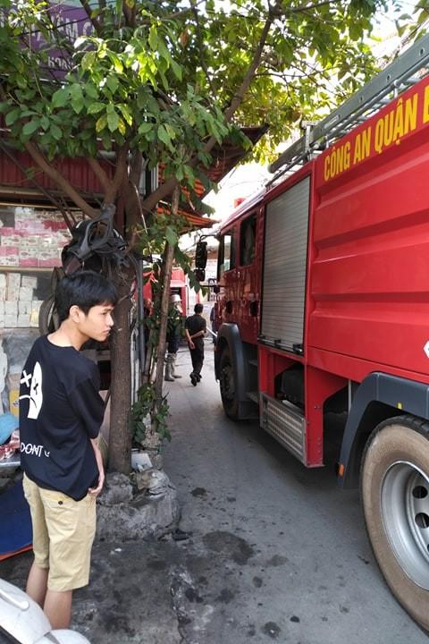 Cận cảnh vụ xe chở gas phát nổ, gây cháy dữ dội trong phố Bùi Ngọc Dương - ảnh 2