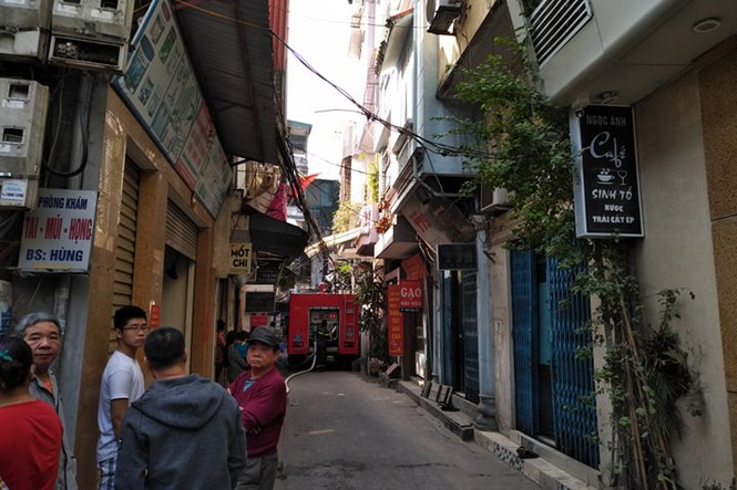 Cận cảnh vụ xe chở gas phát nổ, gây cháy dữ dội trong phố Bùi Ngọc Dương - ảnh 4