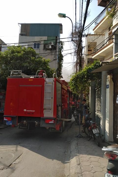 Cận cảnh vụ xe chở gas phát nổ, gây cháy dữ dội trong phố Bùi Ngọc Dương - ảnh 3