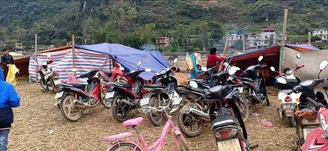 Cao Bằng: Dân dựng lán ngủ ngoài đồng sau nhiều trận động đất liên tiếp - ảnh 1
