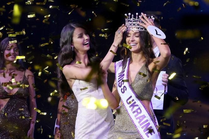 Bị tước vương miện vì có con, người đẹp Ukraine kiện Hoa hậu Thế giới - ảnh 1