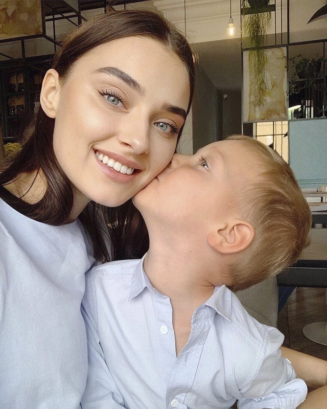 Bị tước vương miện vì có con, người đẹp Ukraine kiện Hoa hậu Thế giới - ảnh 2
