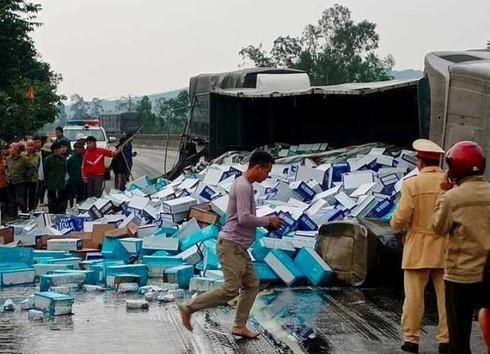 Bản tin 8H: 'Hổ vồ' va chạm xe máy ở Hà Nội, hai nữ giáo viên thương vong  - ảnh 1