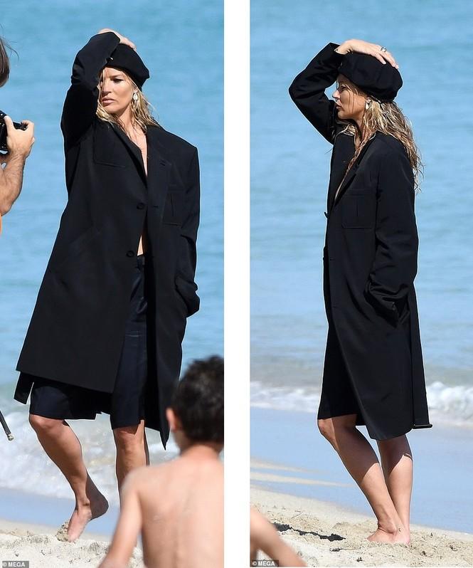 Kate Moss vô tư phơi ngực trần trong buổi chụp hình cho Dior - ảnh 4