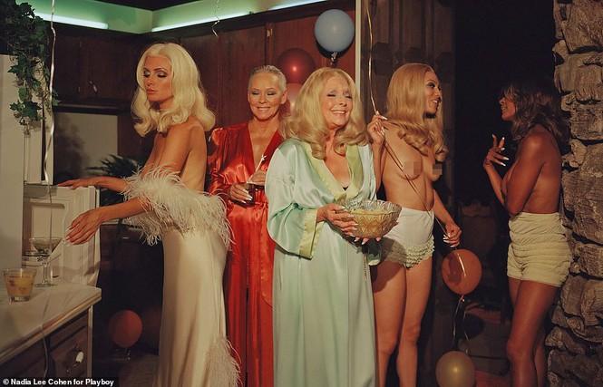Loạt cựu mẫu Playboy tái xuất trong một khung hình, U70 vẫn tự tin khoả thân - ảnh 2