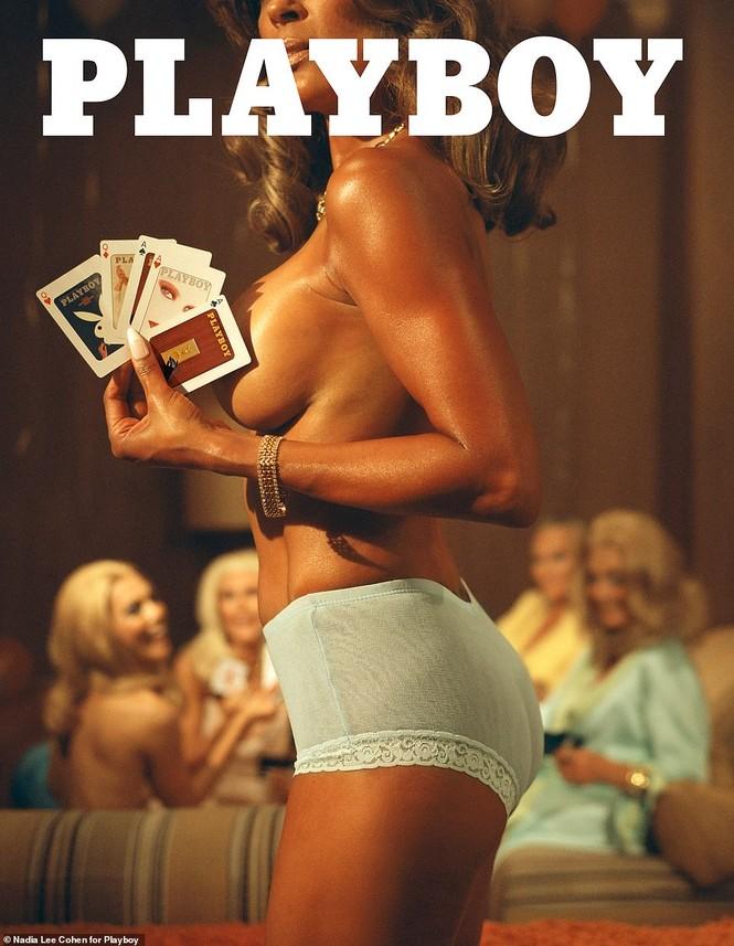 Loạt cựu mẫu Playboy tái xuất trong một khung hình, U70 vẫn tự tin khoả thân - ảnh 1